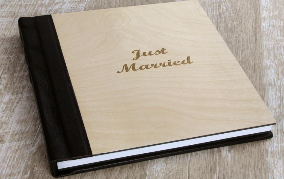 Finao wedding album with wooden cover
